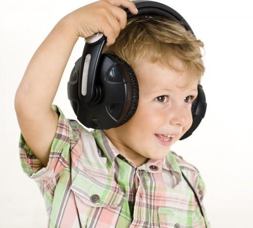 Какую музыку стоит включать малышу для его развития?